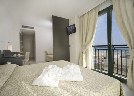 Hotelzimmer mit Volleyball im Club Hotel Dante