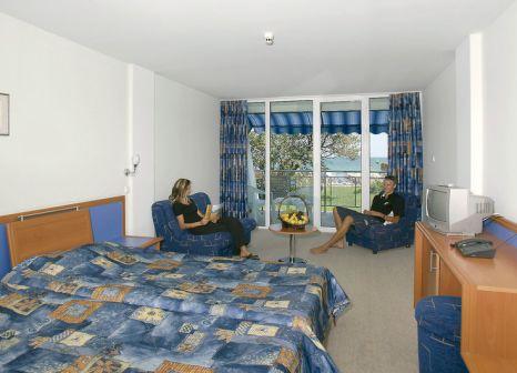 Hotelzimmer mit Volleyball im Suneo Club Helios Beach