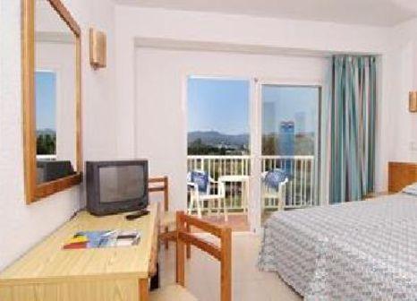 Hotelzimmer mit Mountainbike im Invisa Hotel Es Pla