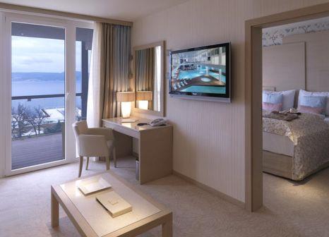 Hotelzimmer mit Volleyball im Wyndham Grand Novi Vinodolski Resort