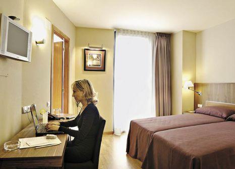 Hotelzimmer mit Mountainbike im Evenia Rosselló