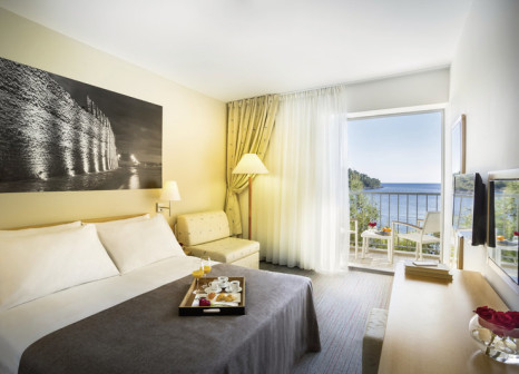 Hotelzimmer mit Mountainbike im Aminess Lume Hotel