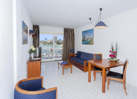 Hotelzimmer mit Mountainbike im Apartamentos Roc Portonova