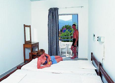 Hotelzimmer mit Tischtennis im Triton Hotel