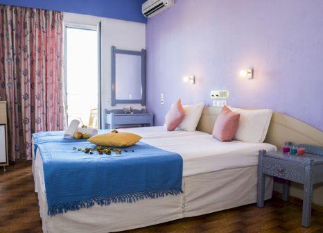 Hotelzimmer mit Minigolf im Nikos Hotel