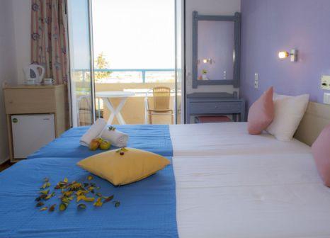 Hotelzimmer mit Mountainbike im Nikos Hotel