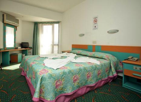 Hotelzimmer mit Tischtennis im Hotel Pelin