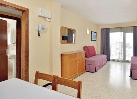 Hotelzimmer mit Tischtennis im AluaSun Miami Ibiza Apartments