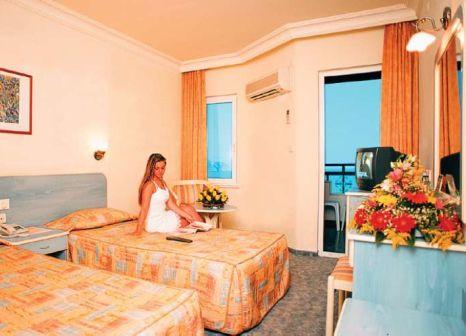 Hotelzimmer mit Mountainbike im Grand Okan Hotel
