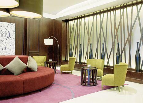 Hotelzimmer mit Volleyball im Le Meridien Mina Seyahi Beach Resort & Marina