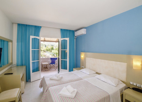 Hotelzimmer mit Tischtennis im Porto Koukla Beach