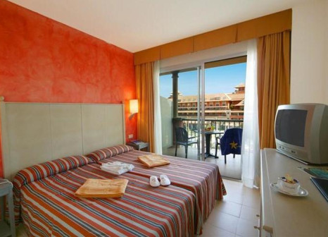 Hotelzimmer mit Mountainbike im Ohtels Islantilla