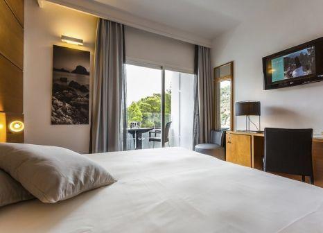 Hotelzimmer mit Volleyball im Palladium Hotel Cala Llonga