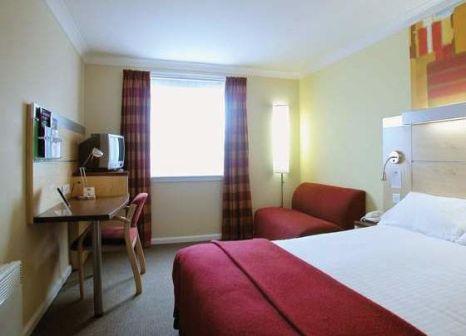 Hotelzimmer mit Hochstuhl im Holiday Inn Express Waterfront