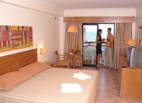 Hotelzimmer mit Mountainbike im Vila Galé Fortaleza