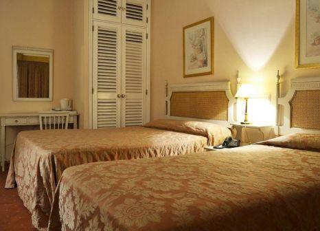 Hotelzimmer mit Hochstuhl im ibis Styles Lisboa Centro Marquês de Pombal