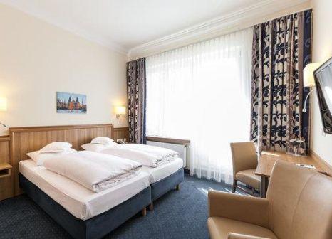 Hotelzimmer mit Hochstuhl im Excelsior