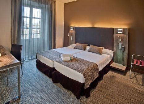 Hotelzimmer mit Hochstuhl im Petit Palace Santa Cruz