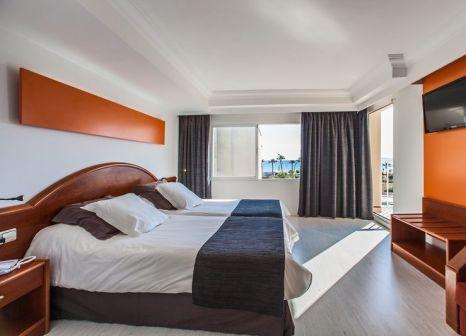 Hotelzimmer mit Mountainbike im Hotel Sant Jordi