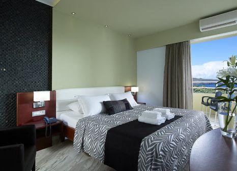 Hotelzimmer mit Tischtennis im Eleftheria Hotel