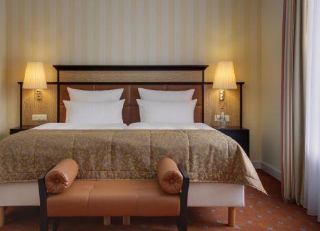 Hotelzimmer mit Mountainbike im Steigenberger Grandhotel Belvédère