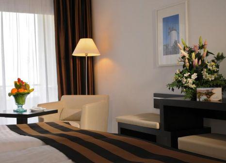 Hotelzimmer mit Volleyball im allsun Hotel Esquinzo Beach