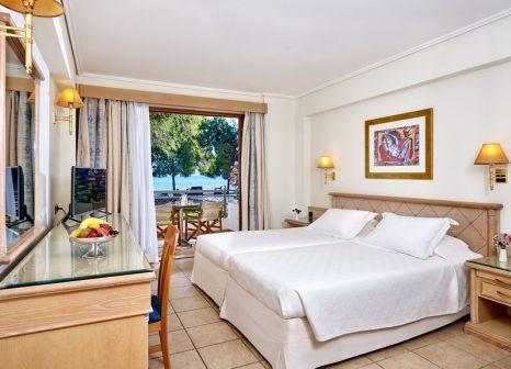 Hotelzimmer mit Volleyball im Negroponte Resort Eretria