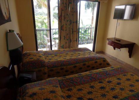 Hotelzimmer mit Mountainbike im Kaoba