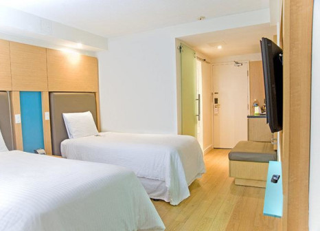 Hotelzimmer mit Hochstuhl im Bond Place Hotel Toronto
