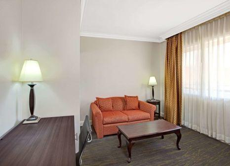 Hotelzimmer mit Hallenbad im Ramada by Wyndham Los Angeles/Downtown West