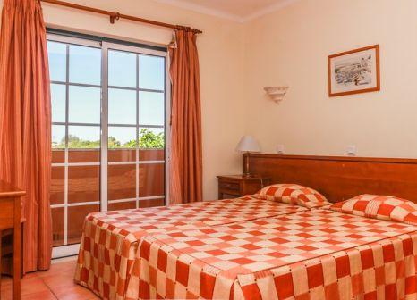 Hotelzimmer mit Volleyball im Colina da Lapa Resort