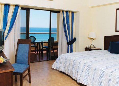 Hotelzimmer mit Tischtennis im Yellow Praia Monte Gordo Hotel