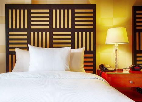 Hotelzimmer mit Mountainbike im Pinnacle Hotel Vancouver Harbourfront