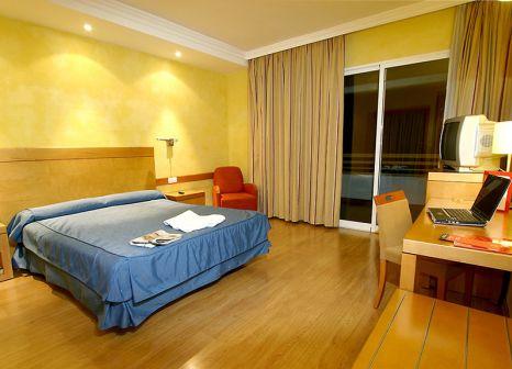 Hotelzimmer mit Mountainbike im Hotel Maya Alicante