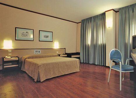 Hotelzimmer mit Mountainbike im Astoria Palace