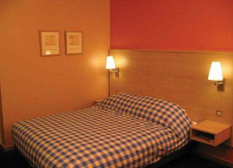 Hotelzimmer mit Hochstuhl im Travelodge Dublin Airport North Swords