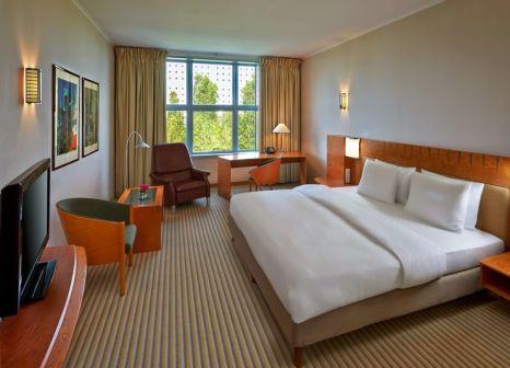 Hotelzimmer mit Animationsprogramm im Hilton Airport Munich