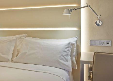 Hotelzimmer mit Hochstuhl im NH Barcelona Les Corts