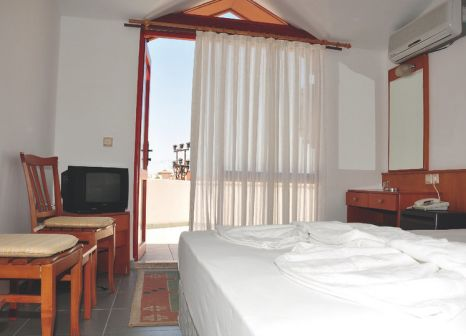 Hotelzimmer mit Volleyball im Nergos Garden Hotel