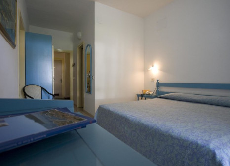Hotelzimmer mit Mountainbike im Hotel Portoconte
