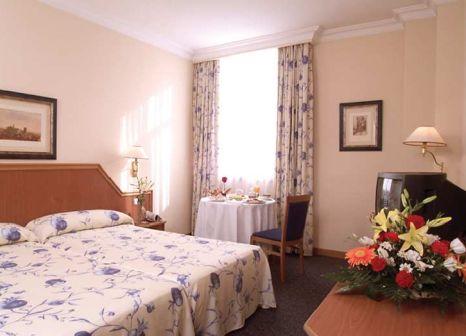 Hotelzimmer mit Hochstuhl im Saray