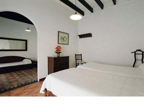Hotelzimmer mit Tischtennis im Ca's Bombu