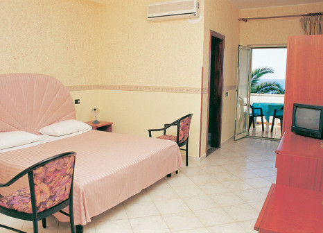 Hotelzimmer mit Paddeln im Terrazzo sul Mare