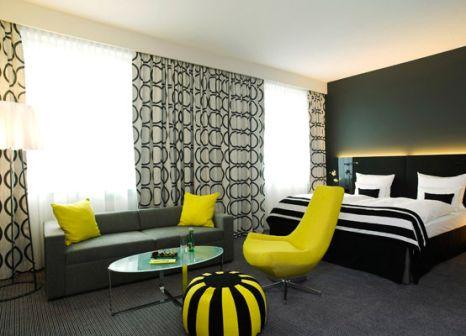 Hotelzimmer mit Mountainbike im Vienna House Andel's Berlin