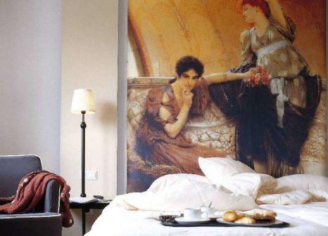 Hotelzimmer mit Hochstuhl im WestCord Art Hotel Amsterdam 3-stars