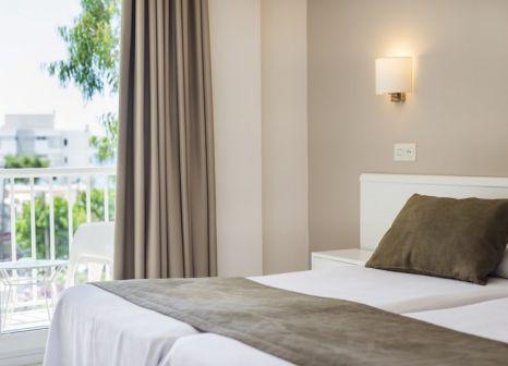 Hotelzimmer mit Tennis im Hostal Residencia Sutimar