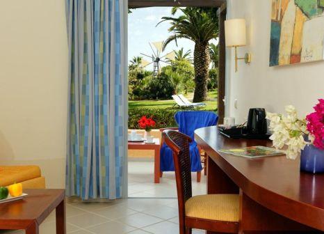 Hotelzimmer mit Volleyball im Anissa Beach & Village