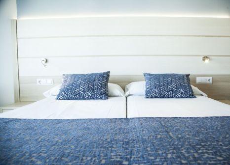 Hotelzimmer mit Volleyball im Tomir Portals Suites