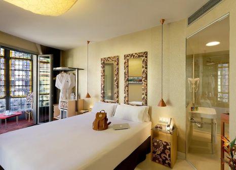 Hotelzimmer mit Mountainbike im Axel Hotel Barcelona