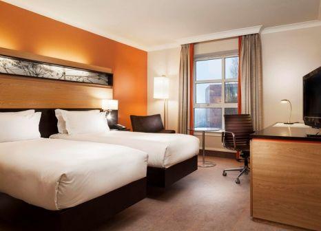 Hotelzimmer mit Mountainbike im Hilton Dublin